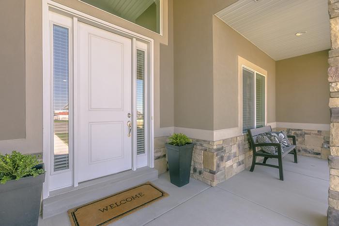 Garaż w bryle domu wymaga również odpowiedniej bramy.