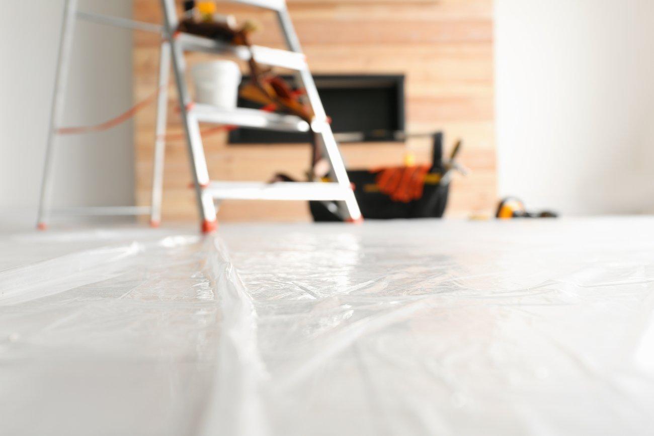 W jaki sposób prawidłowo zabezpieczyć okna podczas remontu?