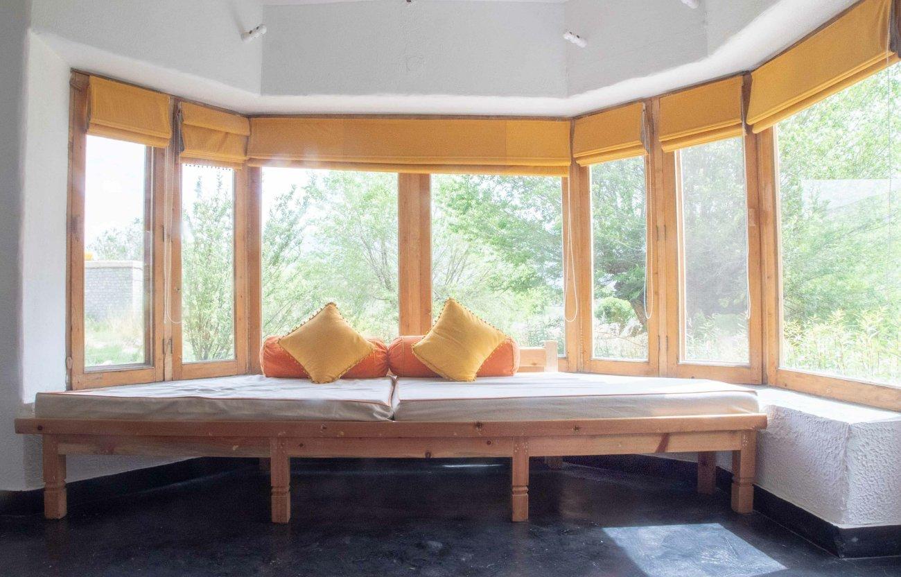 Okna wykuszowe – funkcjonalna ozdoba elewacji i aranżacji wnętrza